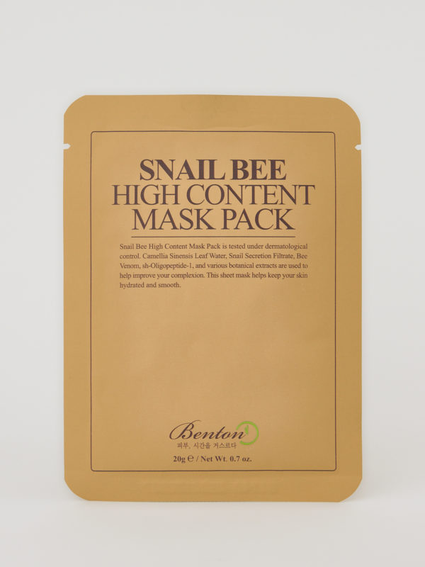 Benton Snail Bee High Content Mask. Eine koreanische Sheet Mask in beiger Verpackung mit brauner Aufschrift.