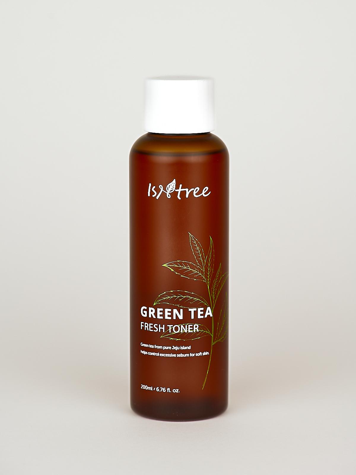 Isntree Green Tea Fresh Toner für fettige Haut im braunen Fläschchen, darauf die Skizze einer Grüntee Pflanze.