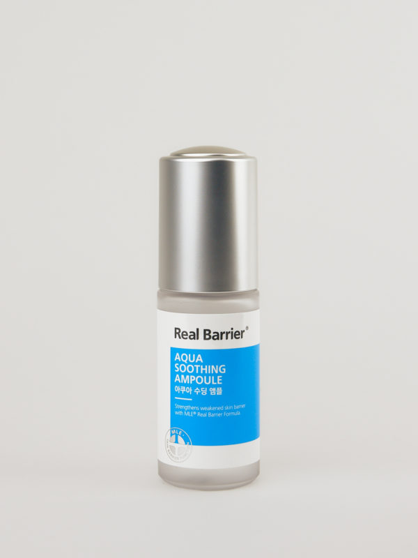 Real Barrier Aqua Soothing Ampoule mit silbernem Deckel