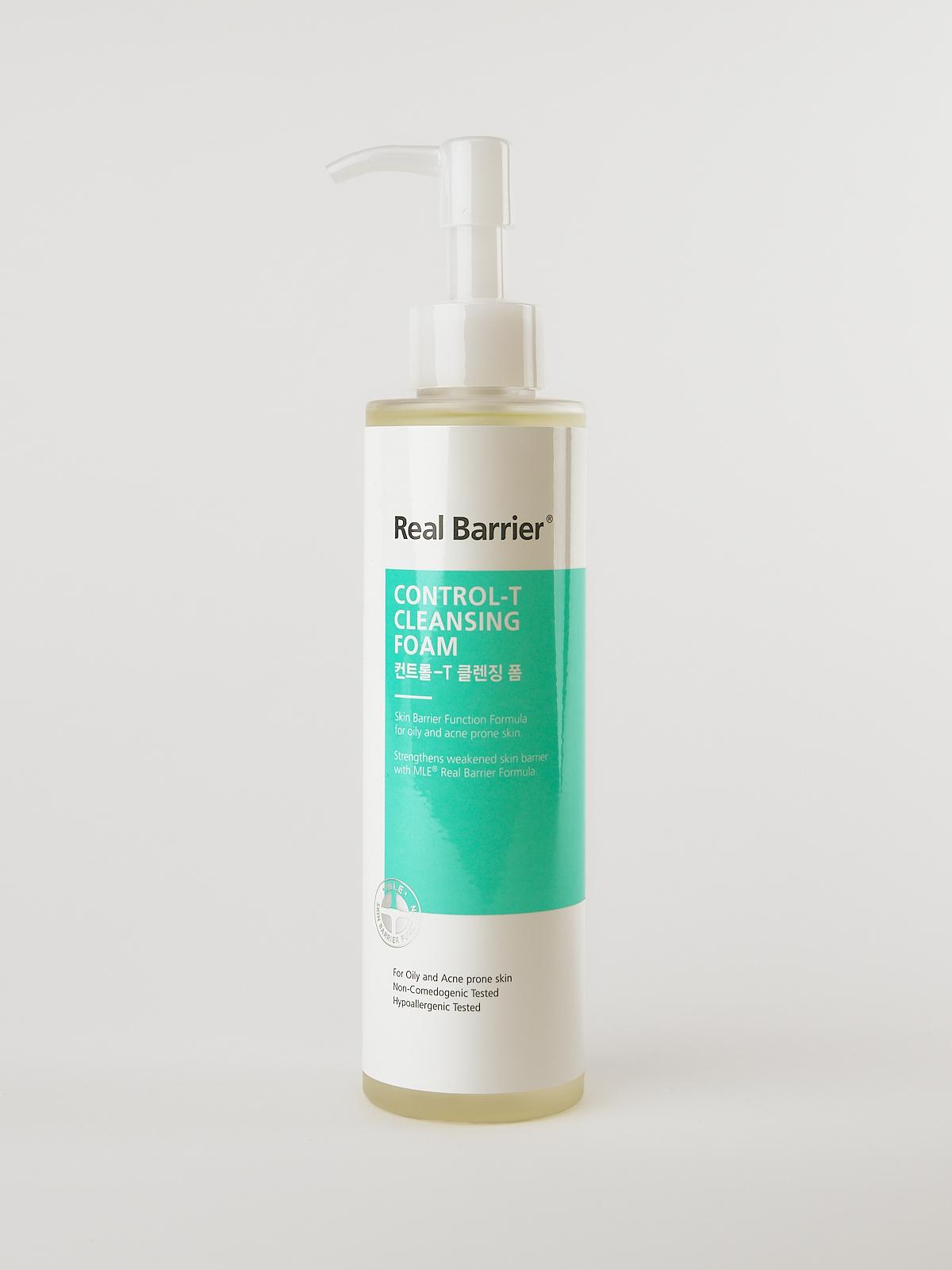 Real Barrier Control-T Cleansing Foam. Reinigungsschaum für fettige Haut im weiß türkisen Fläschchen mit Pumpfunktion.