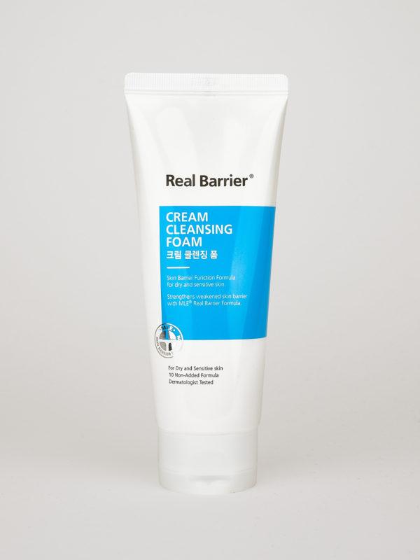 Real Barrier Cream Cleansing Foam. Koreanische Reinigungslotion für sensible Haut in weiß blauer Tube, auf dem weißen Klapp Deckel stehend.